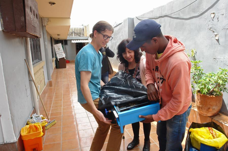 Kiernan Wright helps a refugee family pack the stove they received
